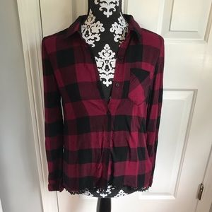 3/$25 🖤☠️ Love on a Hanger button down